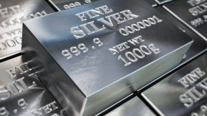 Silver began a monster rally about a year ago. Now the technicals could be lining up similarly. First, consider how XAGUSD dumped after hitting resistance at its 50-day simple moving average (SMA) in late March. Prices quickly stabilized and then entered a period of sideways consolidation. They soon pushed above the 50-day SMA and started  The post Charting Silver: Is It Groundhog Day for the White Metal? appeared first on Market Insights.